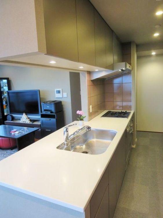 「キッチン」ゆとりあるキッチンスペース。対面式で家族との会話も楽しめます。