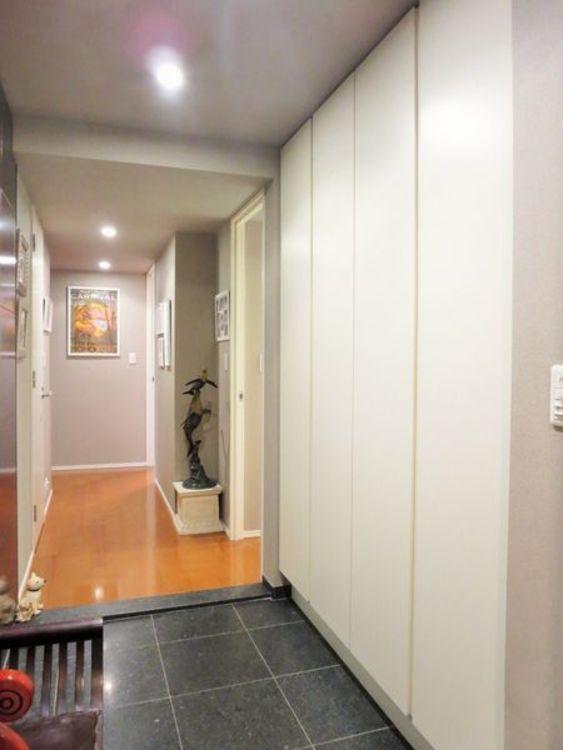 「玄関」収納もたっぷりと確保された広々とした玄関スペース