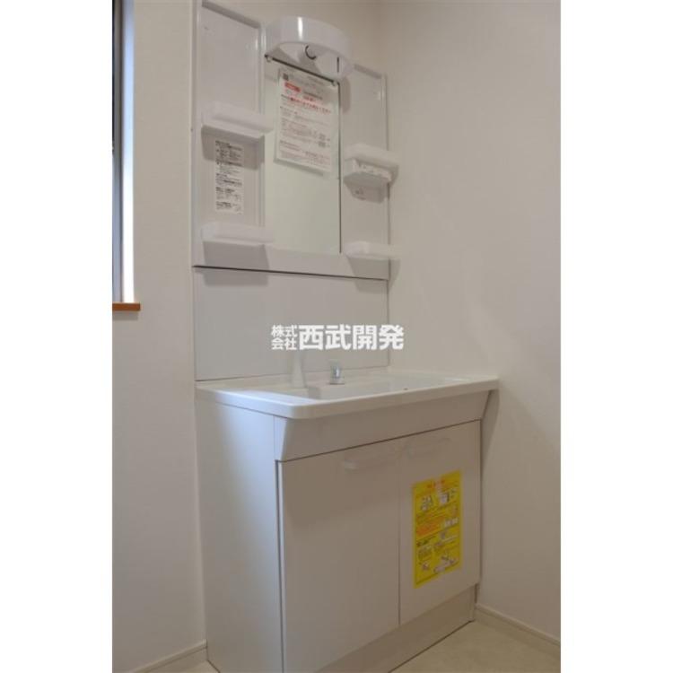 新規交換済みの洗面化粧台。
