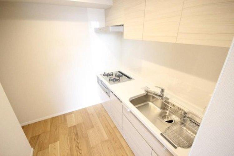 リビングとキッチンが分かれてますので、スッキリした空間が生まれます。またプライバシーを確保できるため人を招きやすい設計です。