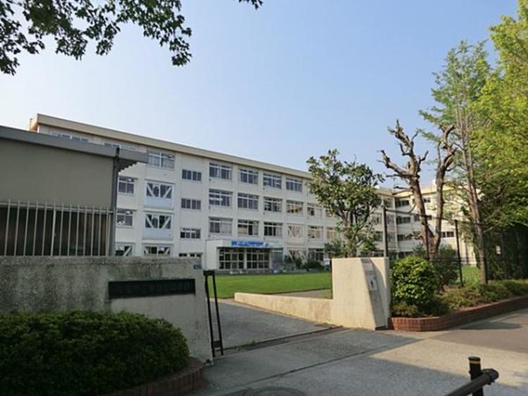 東愛宕中学校 1026m