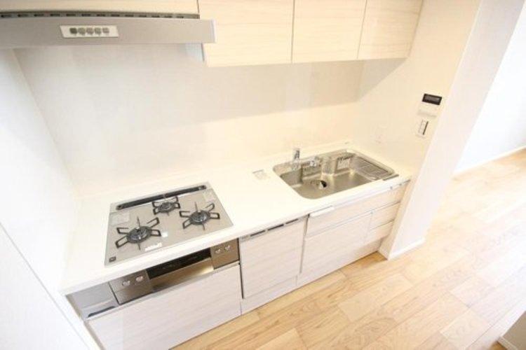 食洗機などの設備も充実したシステムキッチン。収納やひとつひとつの設備も使いやすく設計されています。