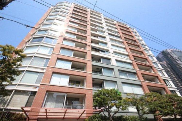 パークコート恵比寿ヒルトップレジデンス14階建て5階部分緑が見える眺望で心地よい住戸です。立地がよく住環境も良いマンションです。ぜひ一度ご内覧にお越しください。