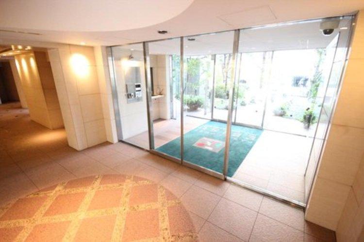 ホテルライクな内廊下設計、エントランスなどの共用部分は高級ホテル並みの豪華さ。ソフト面でもハード面でもワンランク上のホスピタリティを日々の生活に。