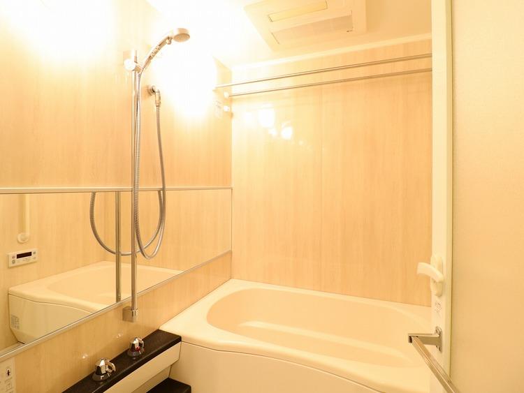 浴室に窓がないため、カビ防止に効果を発揮する換気乾燥機付。快適・清潔な空間に役立ちます。