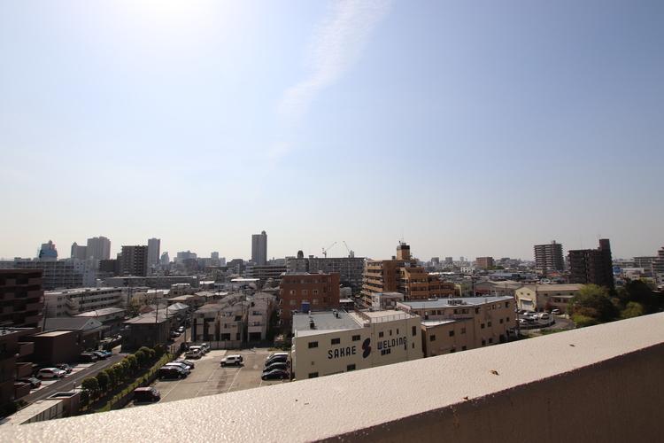 現地(2019年4月20日)撮影 バルコニーからは視界を遮る建物がなく、遠くまで見渡すことができます