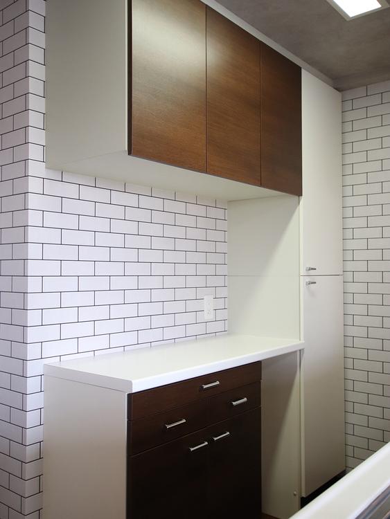 室内(2019年5月9日)撮影 キッチン裏には食器や料理器具を収納することができるカップボードが備え付けられています