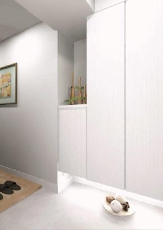 玄関収納は、ロータイプ・トールタイプを組み合わせ、フロート照明で開放感と明るさを演出