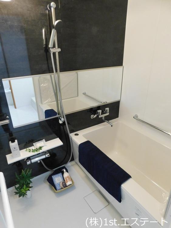浴室乾燥機がありますので天候の悪い日などは室内で乾かせます! カビ防止にもなりますし冬場は暖房として使えるので万能!
