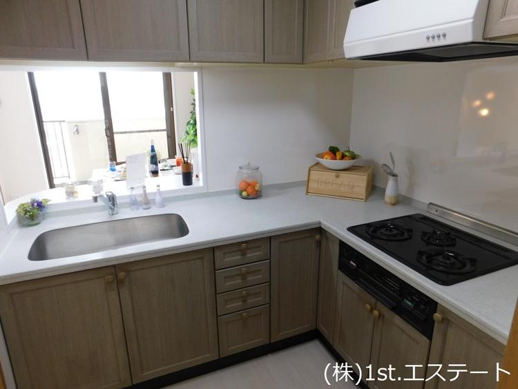 L字型キッチンなので使い勝手が良く、仕切りがあるので料理に集中できます!