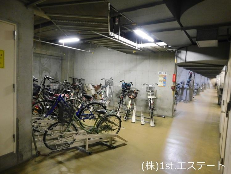 地下駐輪場