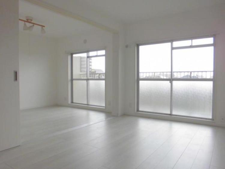 ●白を基調とした清潔感ある明るい室内です!
