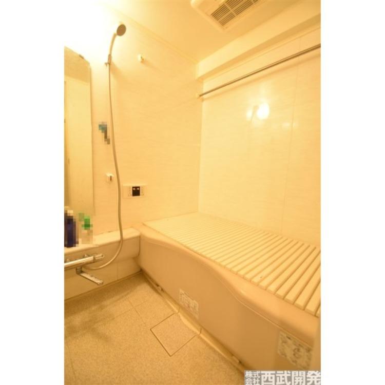 雨の日の洗濯物にも便利な浴室乾燥機付