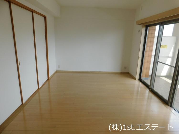約15.6帖と広々としたリビング! 7階なので眺めも良く、陽当りも良いです!