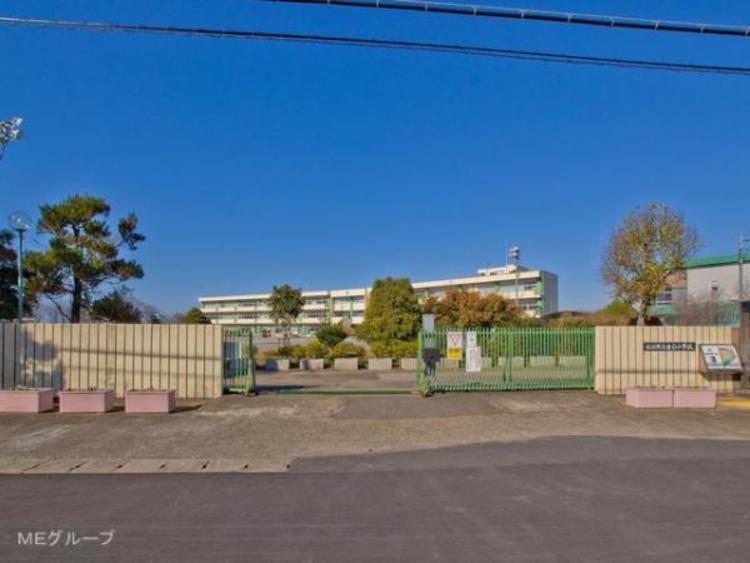 松伏町立金杉小学校 975m