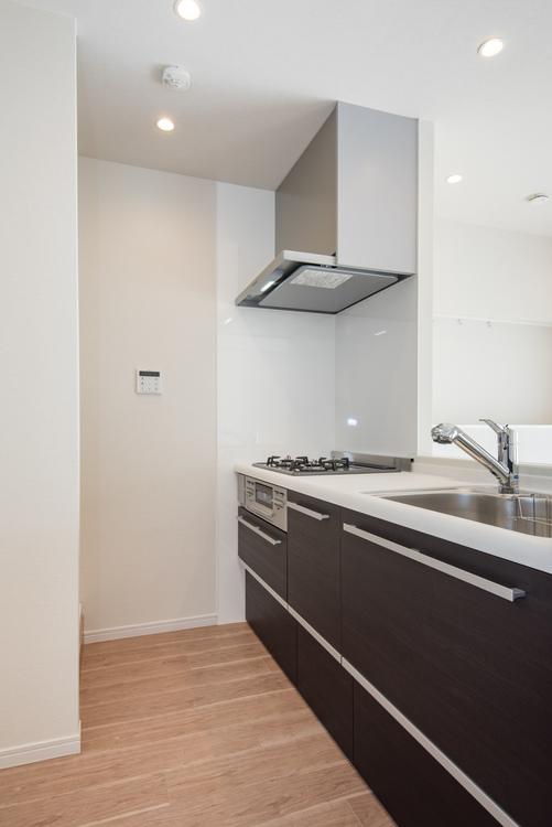 人気のカウンターキッチンとして、クリナップ製システムキッチンを新しく設置しています。