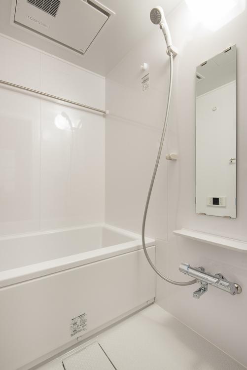 浴室換気乾燥機とTOTO製追炊き機能付きのユニットバスを設置し、いつでも快適なバスタイムを過ごせます。