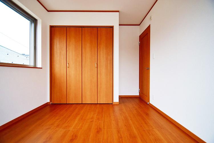 5.25帖 洋室 バルコニーに面した明るいお部屋です
