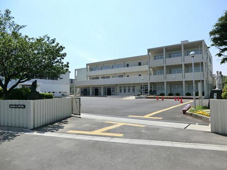 松戸市立小金中学校 220m