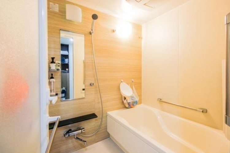 お風呂は夜ばかりではありません。会社に行く前の朝に入るお風呂という考え方もあります。朝、起きたら、すぐ浴室へ直行。朝風呂は心と身体の覚醒効果もある感じ。気持ちよく会社へ向かえます。