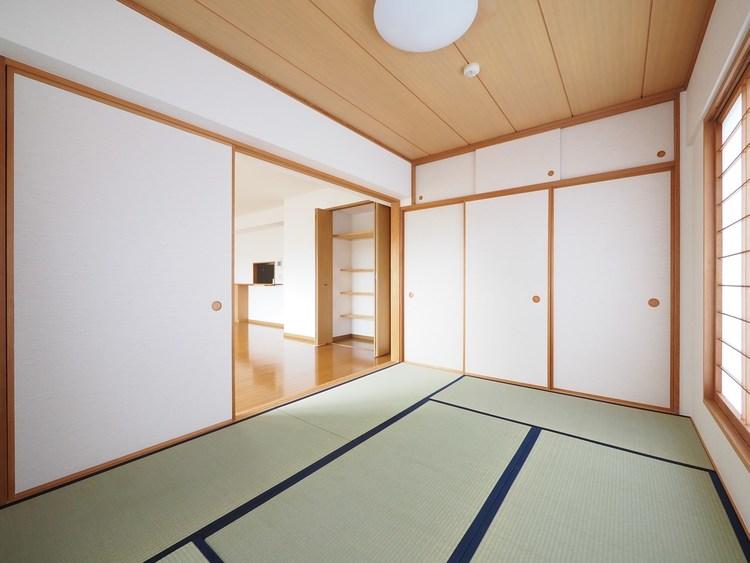 最近の住宅は気密性能が優れ、吸放湿する内装材が少なく過乾燥や多湿になりがちです。畳は吸放湿効果があり、カビ防止に役立ちます。