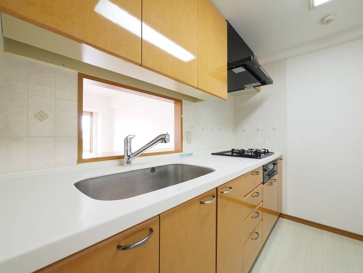 奥様が長い時間を過ごすキッチンは、使い勝手の良い家事動線で、家族とのコミュニケーションがはかれるキッチンを採用しています。