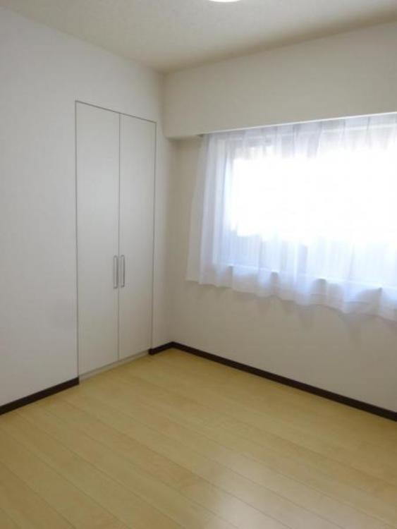 この部屋からもビッグウォークインクローゼットに行けます