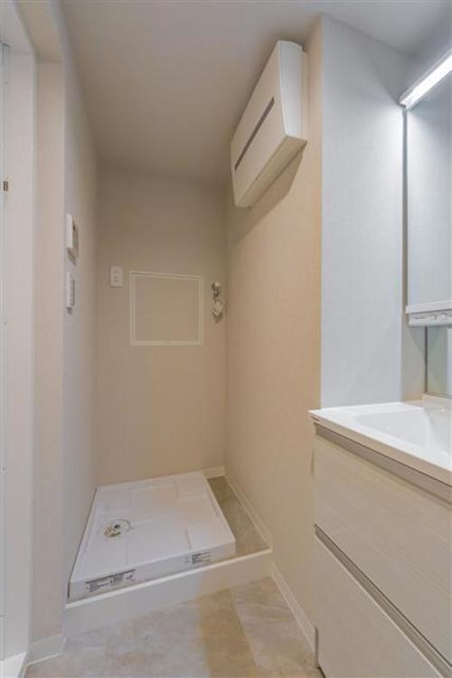 洗濯機置き場もしっかり完備しております。