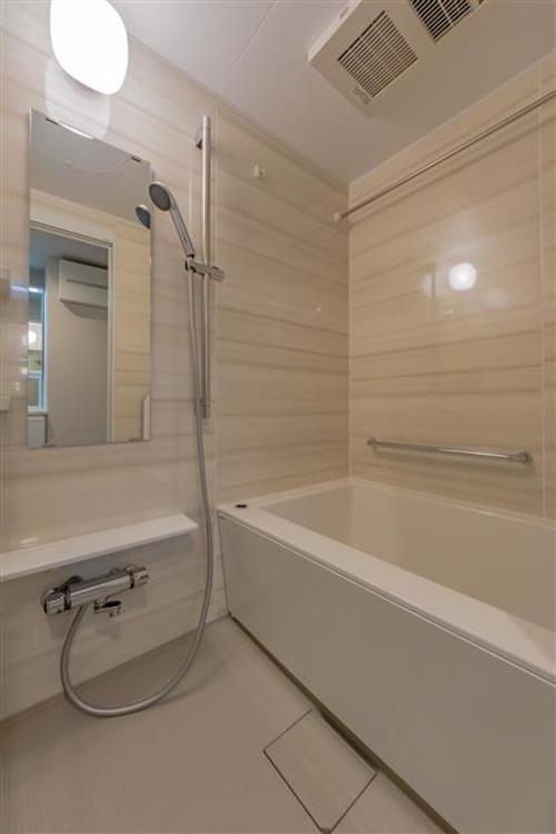 追い焚き機能付きでゆったりくつろげるお風呂です。