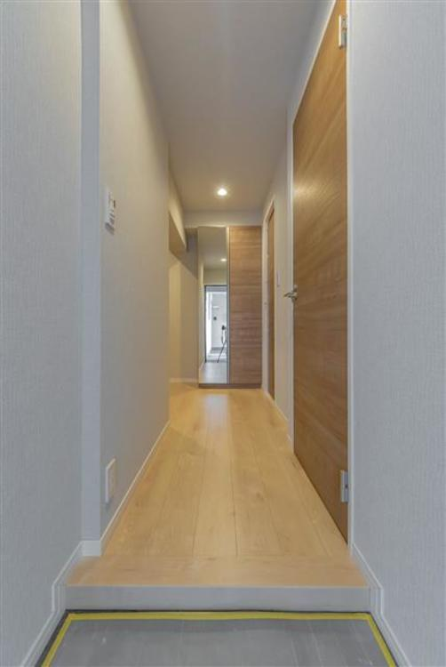 LDKへと続く明るい廊下です。