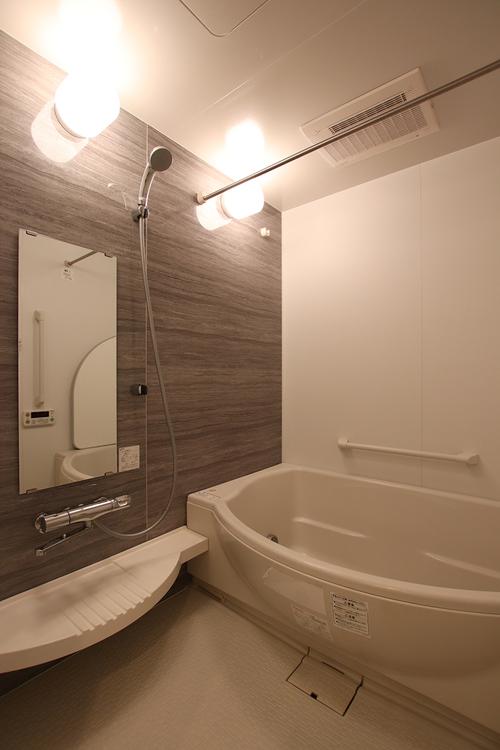 室内(2019年5月9日)撮影 毎日の入浴が気持ち良い、大きめの浴槽が自慢のユニットバス。浴室暖房乾燥機完備で寒い冬も快適なバスタイム