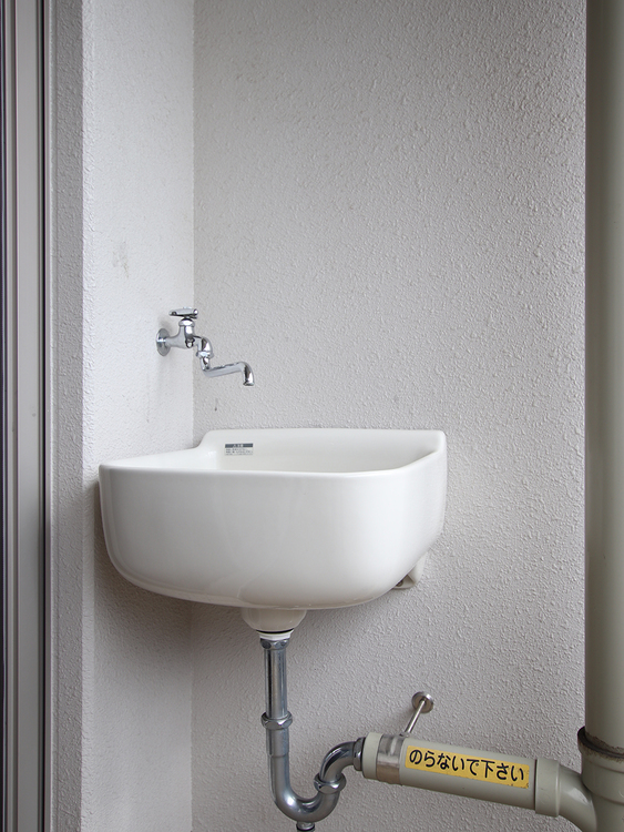 お掃除に、洗濯に、ベランダガーデニングに、あるととっても便利なスロップシンク