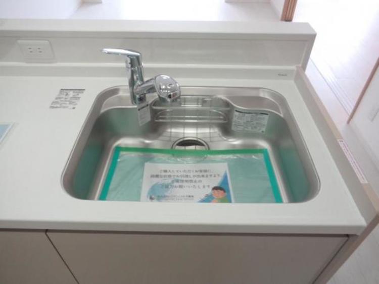 ●シャワー付きでシンクのお掃除もラクラク!