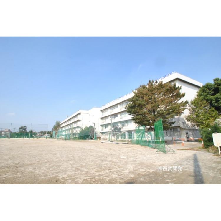 第二中学校(約1090m)