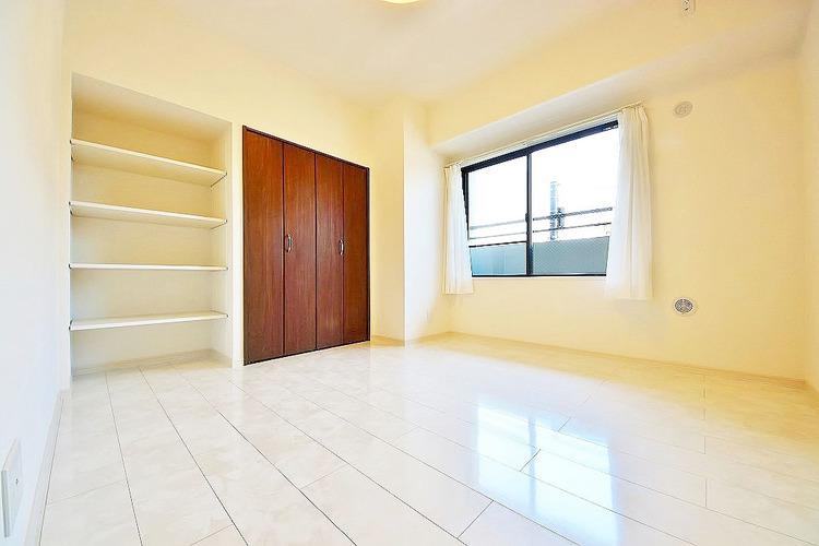 6.2帖洋室 備え付けの収納でいつでもすっきりとしたお部屋に