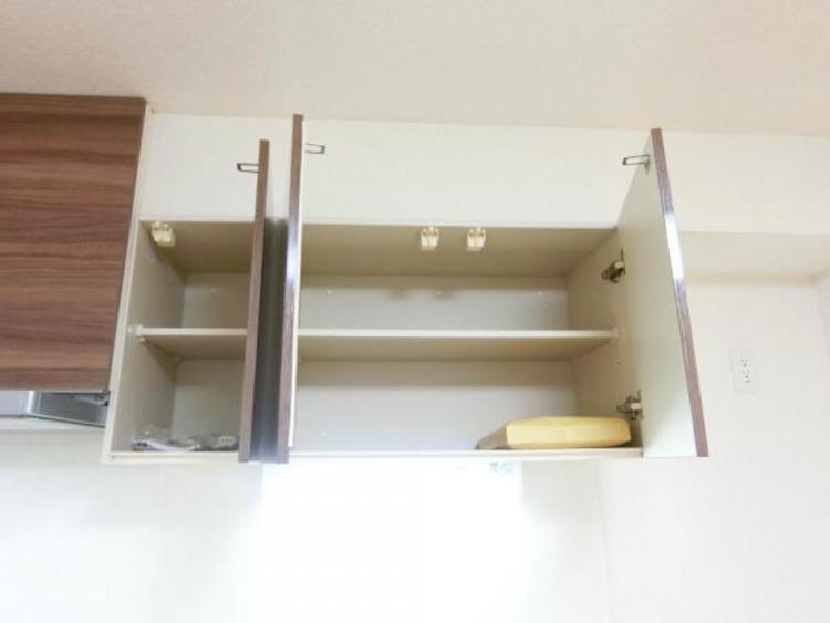 キッチンに吊戸棚があると、たまにしか使用しない物やストック品などの収納に最適♪