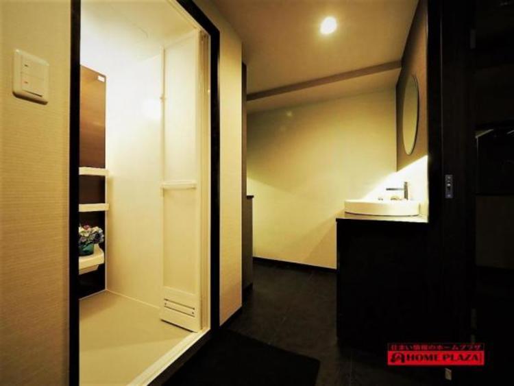 ゆとりの洗面スペースで、朝の身支度もスムーズに!