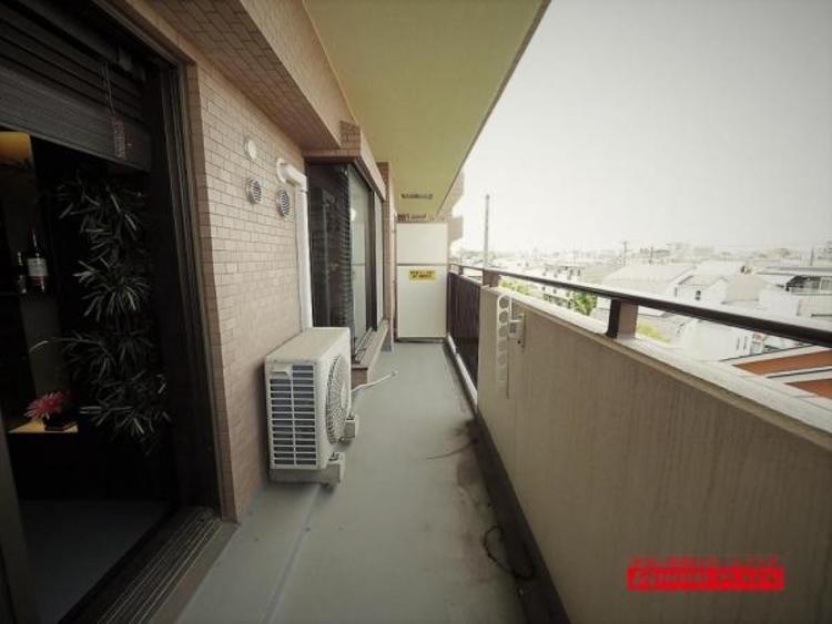 前面に高い建物がないので日当たり良好なバルコニーす。洗濯物が良く乾きます!