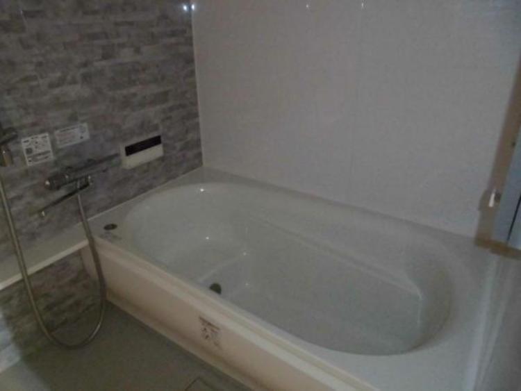 ●ベンチ付きの浴槽は半身浴も楽しめますね!