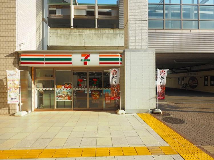 セブンイレブンセンター北駅店 329m