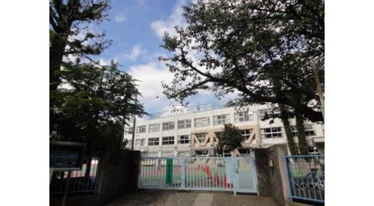 品川区立芳水小学校まで606m 品川区大崎3丁目にある区立小学校。大正7年に開校。