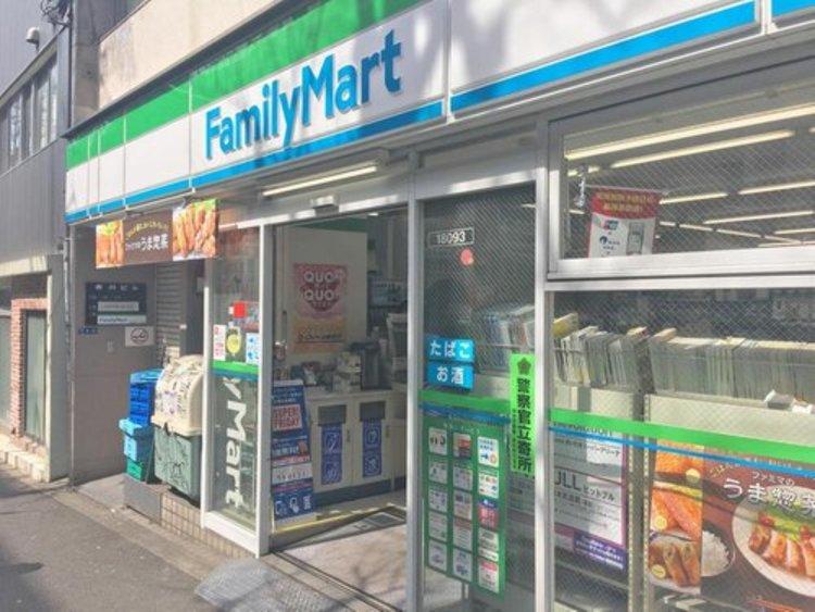 ファミリーマート西麻布霞町店まで160m 「あなたと、コンビに、ファミリーマート」何かと便利な24時間営業のコンビニあります。