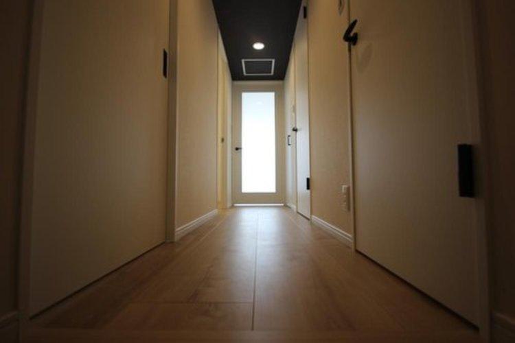 玄関を開けると、新規リフォームによって生まれ変わった空間が皆様を迎え入れます☆部屋への期待感が高まりますね♪