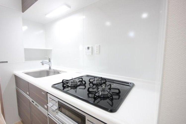 明るく清潔なキッチンはお料理していても気持ちが明るくなりますね。 ≫