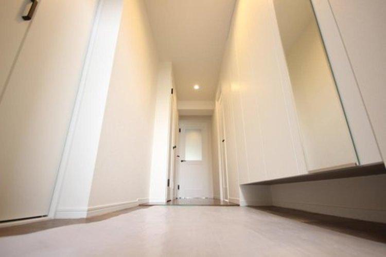 玄関を開けると、新規リフォームによって生まれ変わった空間が皆様を迎え入れます☆部屋への期待感が高まりますね。 ≫
