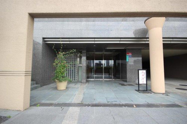 エントランスなどの共用部分は高級ホテル並みの豪華さ。ワンランク上のホスピタリティを日々の生活に。
