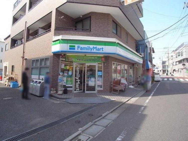 ファミリーマート田園調布本町店まで240m 24時間営業。物件からすぐ近くにありますので、とても便利です。