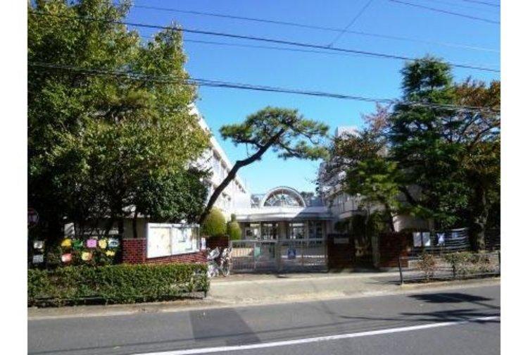 世田谷区立松丘小学校まで251m 「優郷の学び舎 松丘」 創立昭和30年4月  児童数901人