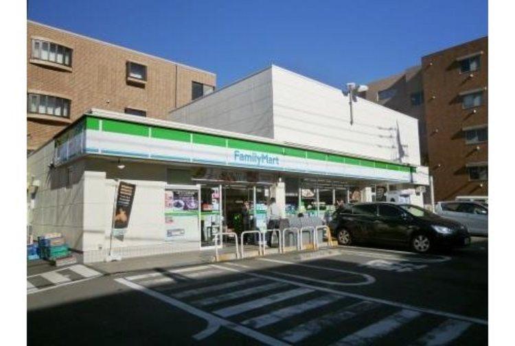 ファミリーマート世田谷二丁目店まで237m 「あなたと、コンビに、ファミリーマート」 「来るたびに楽しい発見があって、新鮮さにあふれたコンビニ」を目指してます。
