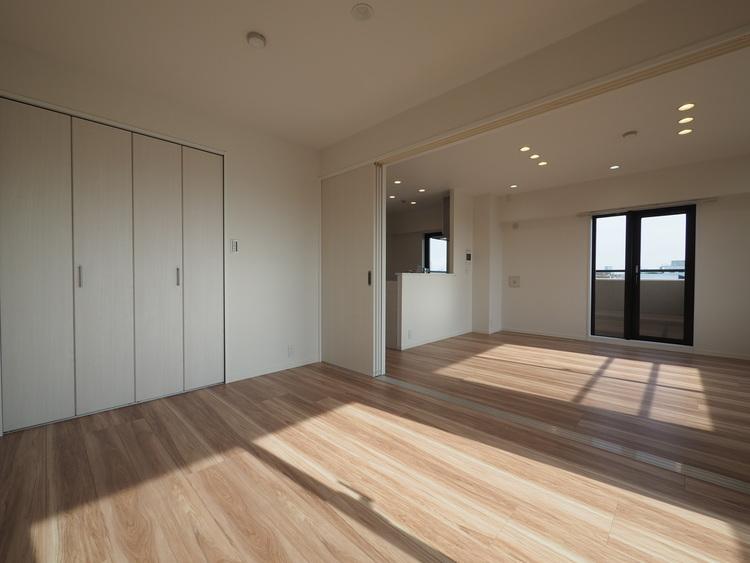 木のぬくもりが感じられるナチュラルな雰囲気に仕上がった室内。